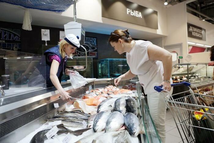 Из-за нежелания чистить чешую зачастую мы отказываемся от рыбы, даже если очень ее любим / Фото: 1pokopcheniyu.ru
