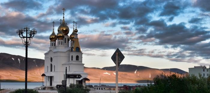 В поселке одна из первых была возведена церковь из камня – Храм Воздвижения Креста Господня / Фото: ВКонтакте