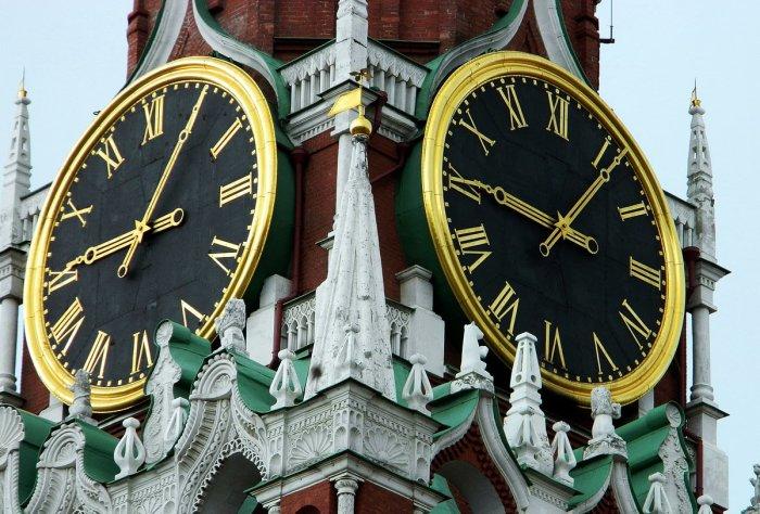 На смену сгоревшим старинным часам пришли привычные всем классические / Фото: yandex.ua