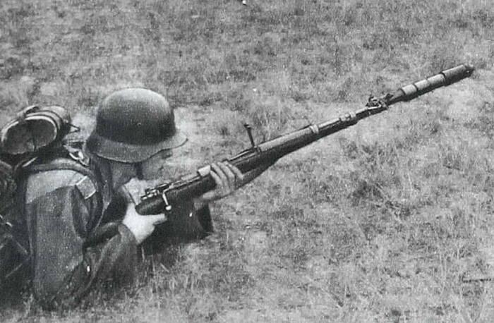 Чтобы гранатомет выстрелил, немцы задействовали идущий в комплекте холостой патрон / Фото: invoen.ru