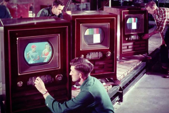Несмотря на большую толщину дерева, рекомендовали ставить телевизоры подальше от солнечных лучей / Фото: ruspekh.ru