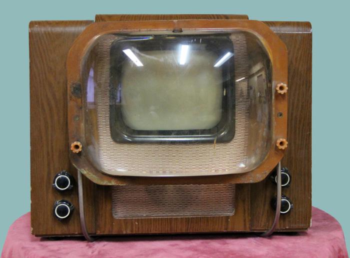 Корпус из дерева не позволял телевизору сильно нагреваться / Фото: naurok.com.ua