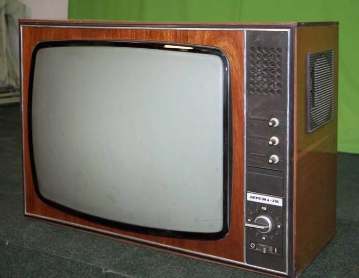 Проблема перехода от дерева к пластику в производстве телевизоров заключалась в недостаточности технического оснащения / Фото: rw6ase.narod.ru