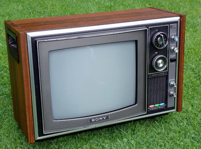 Телевизоры с деревянным корпусом долгое время выпускались и зарубежными компаниями / Фото: sega-16.com