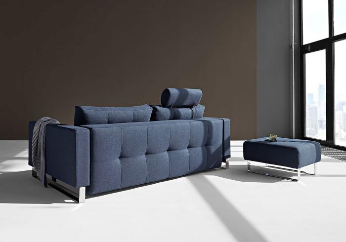 Независимо от обивки на задней стенке в Европе диван все равно ставят по центру комнаты / Фото: dg-home.ru