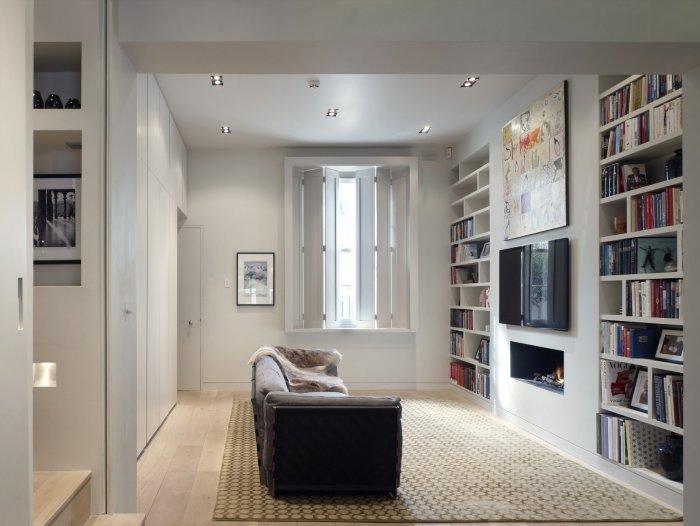 Какая бы обстановка в комнате ни была, мебель ставится поперек / Фото: travakavkaza.ru