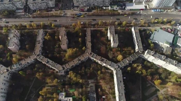 Длина жилого дома-рекордсмена 1,75 километров / Фото: newstube.ru