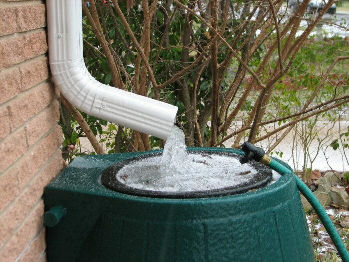 Прежде чем в США и Канаде начать собирать дождевую воду в резервуар, следует хорошенько подумать / Фото: aspenpublicradio.org