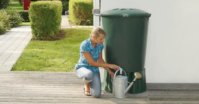 В некоторых провинциях дождевую воду можно применять исключительно для орошения или смыва / Фото: stroy-podskazka.ru