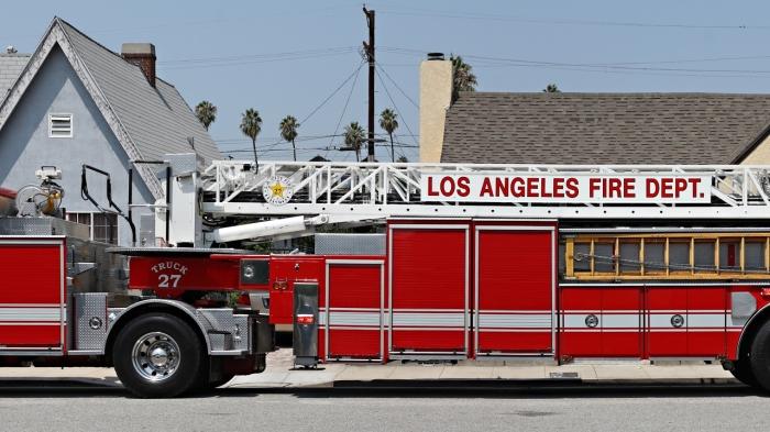 Дома в США строятся из легковоспламеняемых материалов, поэтому к ним всегда должен быть свободный доступ пожарной машины / Фото: youtube.com
