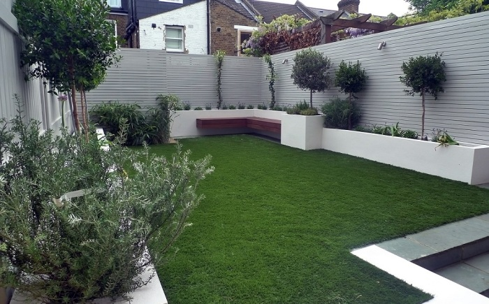 В некоторых домах ограждают только территорию заднего двора / Фото: flipboard.com
