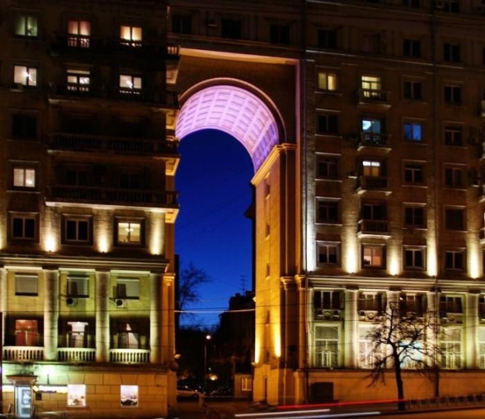 Дом имеет двадцатиметровую арку - самую высокую в столице / Фото: m.ok.ru