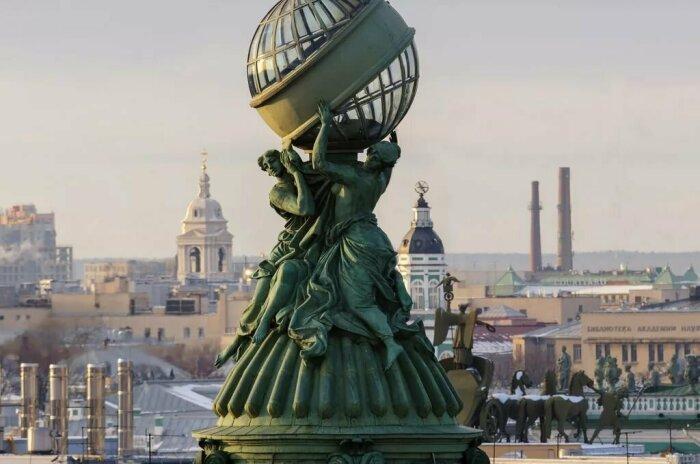 Глобус является символом масштабной деятельности широко известной компании, занимающейся производством швейных машин / Фото: modamix.net