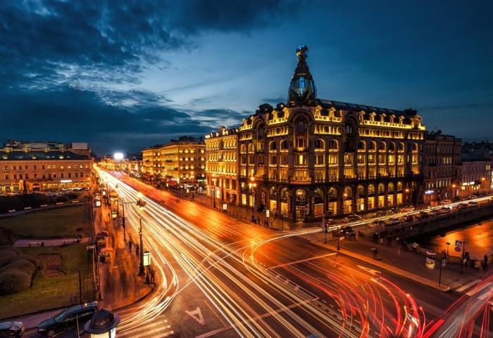 Здание позиционировалось как американское, и для поддержки этого имиджа в период Первой мировой в него «заселилось» посольство Соединенных Штатов / Фото: smartik.ru