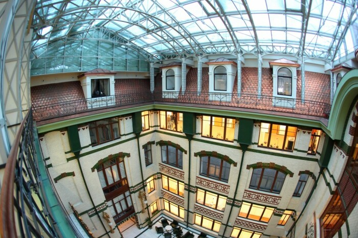 Из окон здания открывается фантастический вид на центр города / Фото: inspired.com.ua