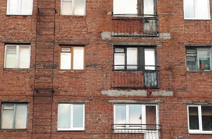 В центре города можно увидеть дома с имитированными балконами / Фото: vsyako.net