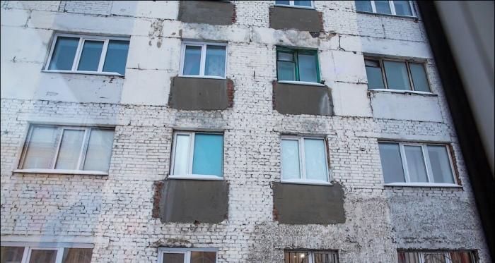 В ранее построенных хрущевках балконы начали срезать из-за высокого риска обвала / Фото: ВКонтакте