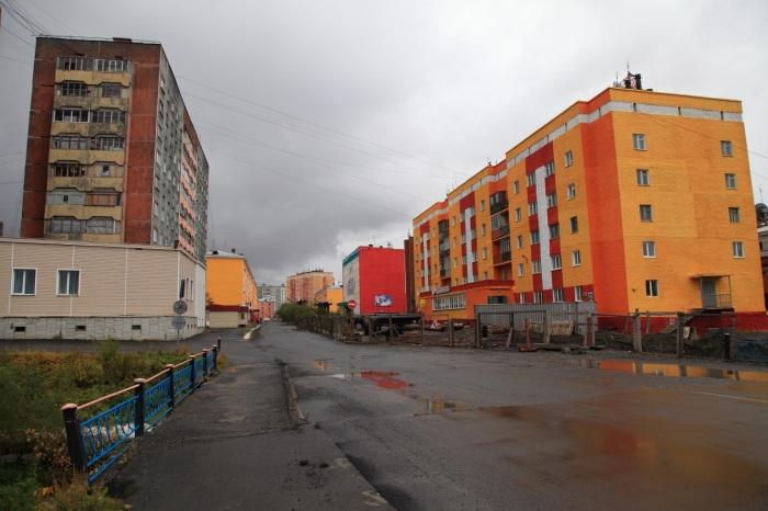В отличие от Норильска, в соседней Дудинке дома строили с балконами / Фото: doma-bez-balkonov8