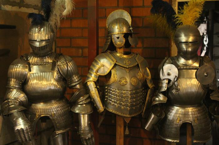 Существуют экспонаты, которые передавались из поколения в поколение в виде коллекций / Фото: massovki.net