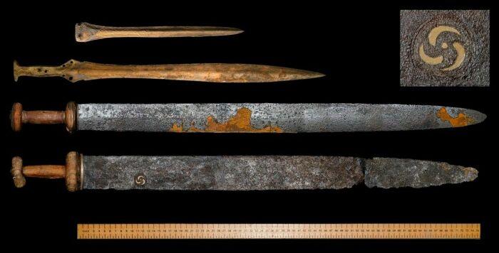 Пролежавшие в земле долгое время доспехи и оружие не могут выглядеть презентабельно / Фото: pinterest.se