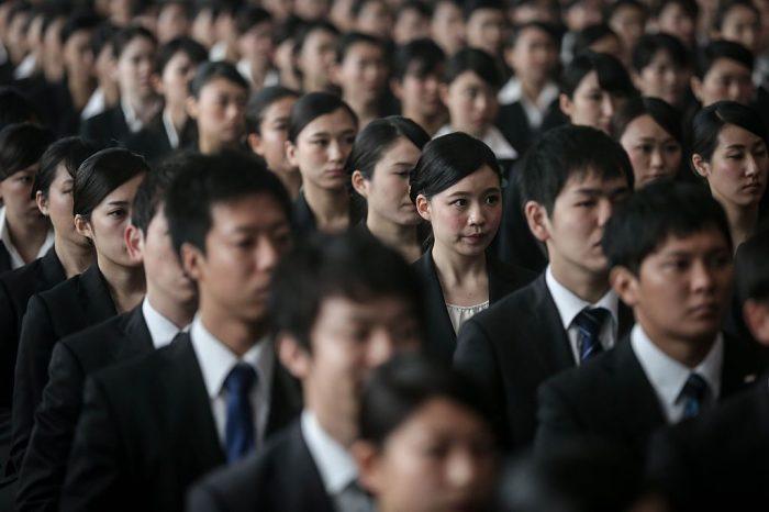 Новоиспеченным специалистам сложно выдерживать конкуренцию на рынке труда / Фото: businessman.ru