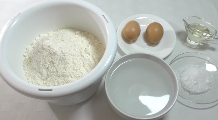 Для приготовления заварного теста на пельмени понадобятся продукты, доступные каждому / Фото: news.myseldon.com