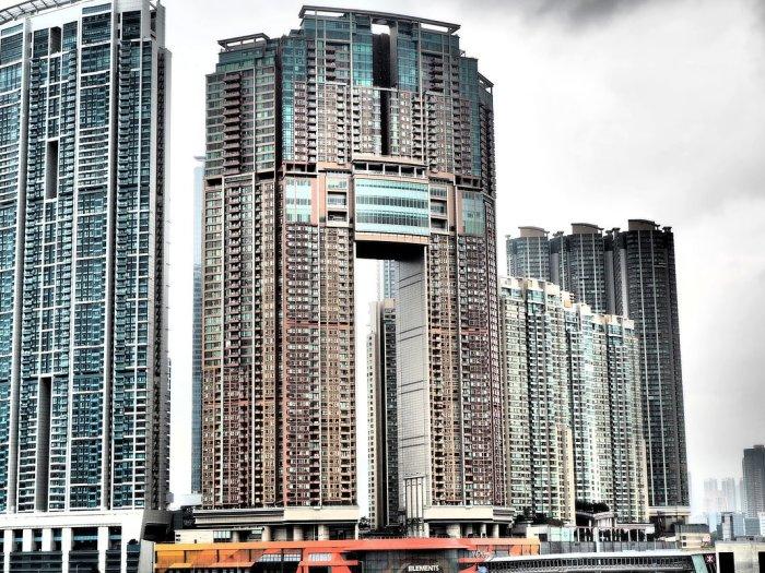 Многоэтажные здания в Гонконге создают с учетом потребностей драконов / Фото: yandex.ua
