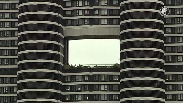 Догадок по поводу существования дыр в многоэтажках множество / Фото: noodlemagazine.com