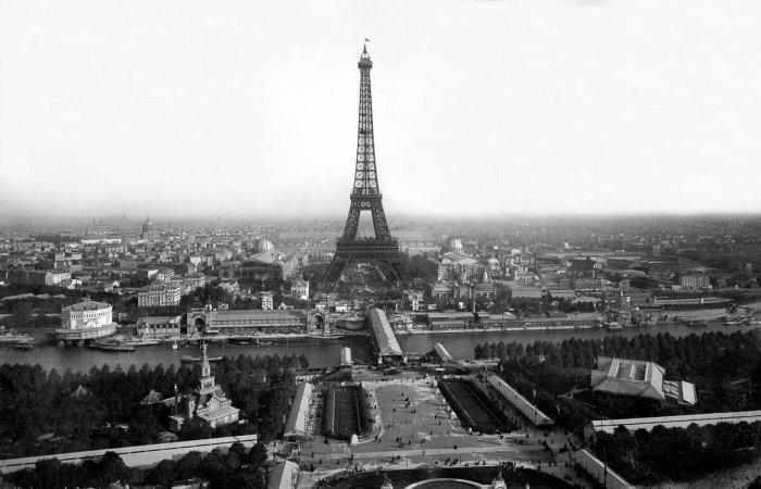 Эйфелева башня должна была украсить вход на Всемирную выставку / Фото: yandex.ua