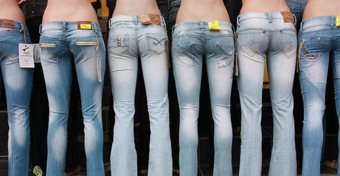 Декор или неотъемлемый атрибут: зачем на джинсы пришивают этикетку сзади