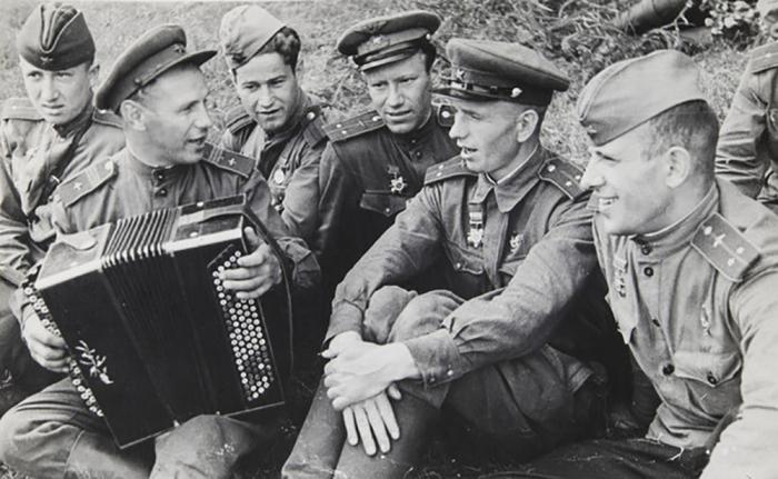 Песня помогала людям на фронте, да и фильму она придает особый оттенок / Фото: new.akgo74.ru
