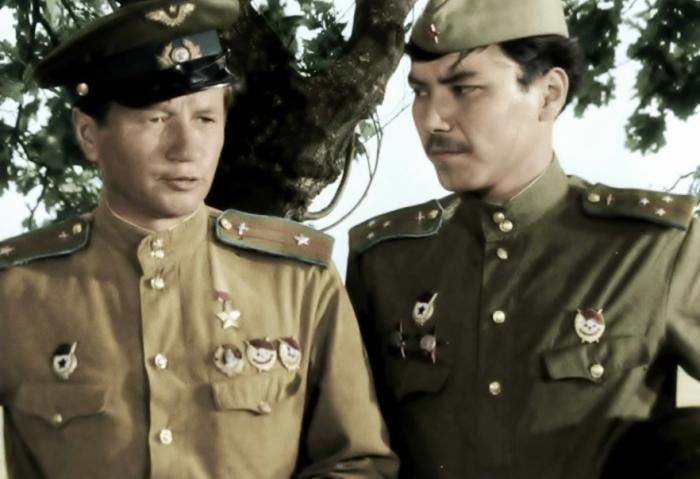 В отличие от советских фильмов о соответствии наград и военной формы вообще никто не задумывается / Фото: shorts.ru