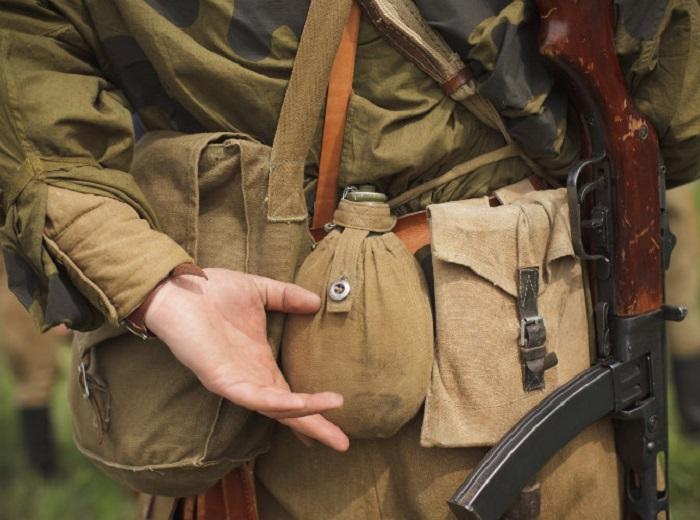 Главное преимущество фляги в ее анатомической форме и удобстве ношения на поясе / Фото: istpravda.com.ua