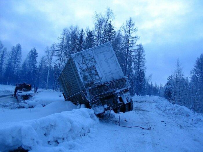 Одна из причин - это поломка, водителю приходится оставлять транспортное средство и ехать на попутках в поисках деталей / Фото: drom.ru