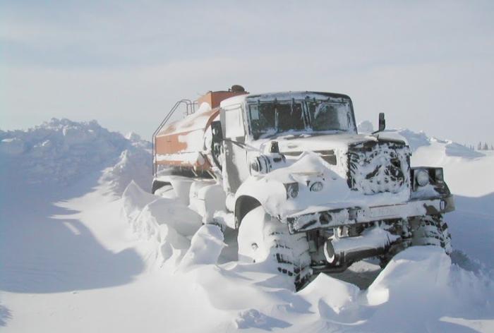 На Севере температура часто снижается до - 60 градусов, поэтому техника попросту замерзает / Фото: youtube.com