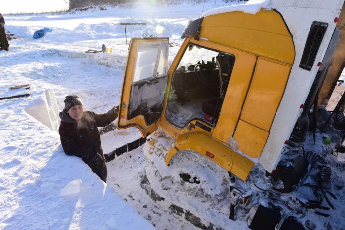 Водители стараются не оставлять фуры без присмотра, ее могут частично разобрать, и тогда ремонт выйдет неоправданно дорогой / Фото: drive2.com