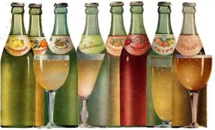 Газированная вода времен СССР продавалась исключительно в стеклянной таре / Фото: novadoba.com.ua