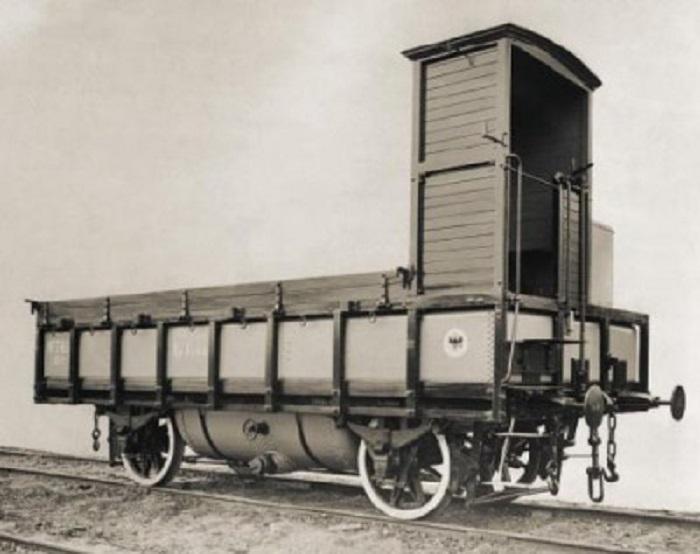 Создавали вагоны, имеющие двойное назначение – цистерны-платформы / Фото: scaletrainsclub.com