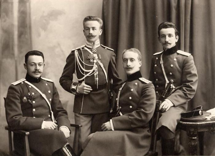 Многие офицеры надеялись на возвращение к буржуазной республике и монархии / Фото: ok.ru