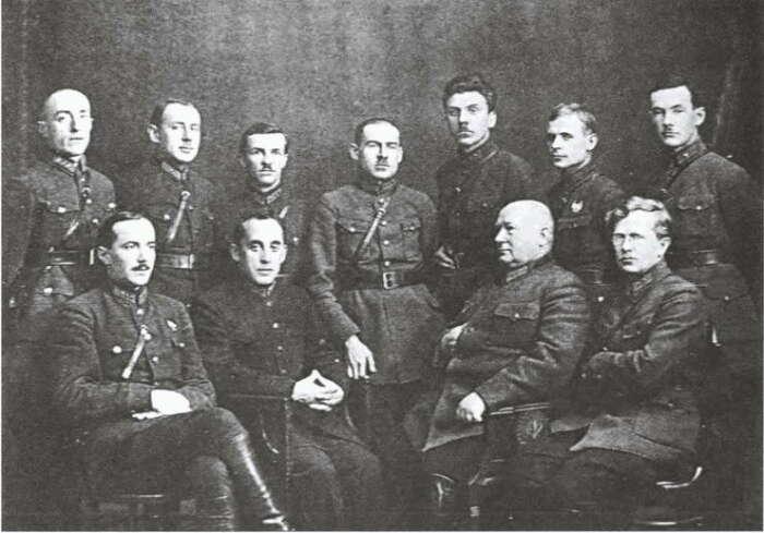 Даже Вацетис и Ленин признавали, что без профессионалов красная армия никогда не пришла бы к победе / Фото: coollib.net