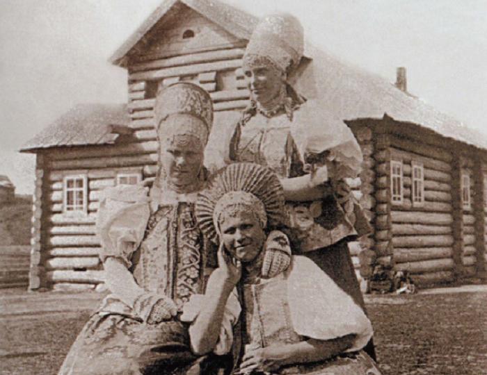 Замужние женщины старых дев в свой круг не принимали / Фото: in.pinterest.com