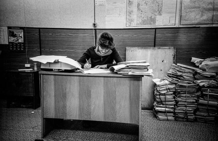 Ввиду дефицита шампуня советские женщины редко мыли голову, прикрывая грязные волосы меховой шапкой / Фото: topfakty.com