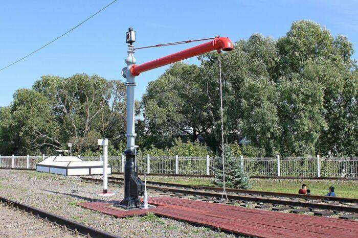 Роль вытяжки в паровозной колонке выполняет основание / Фото: orion4.livejournal.com