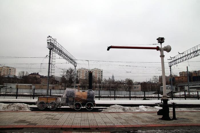 Несложная конструкция паровозной гидравлической колонки позволяет пользоваться водой даже в сильные морозы / Фото: nostalgic.ru