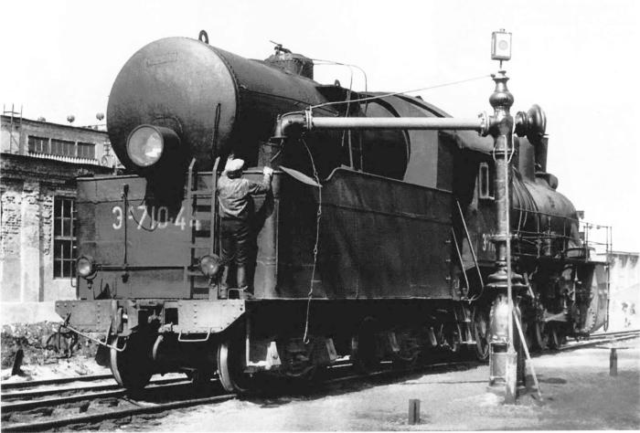 Гидравлические колонки на железнодорожных станциях раньше очень востребованы / Фото: tart-aria.info