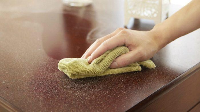 Бюджетное средство из аптечки, которое защитит мебель от пыли на месяц
