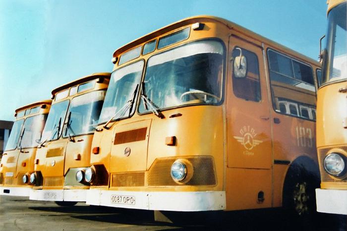 Почему в Советском Союзе городские автобусы были покрашены в «охру»