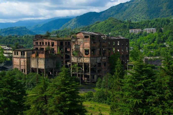 Ткварчели был крупным абхазским индустриальным центром / Фото: book-horror.ru