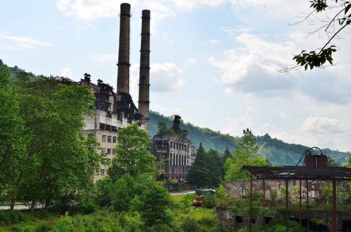 Сегодня в городе больше запущенных и разрушенных конструкций, чем обитаемых / Фото: liveinternet.ru