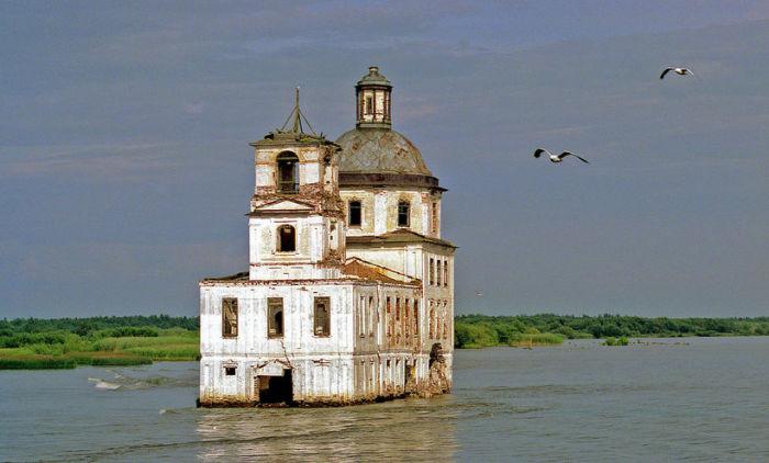 Единственным напоминанием о городе осталась колокольня Никольского собора / Фото: mapme.club